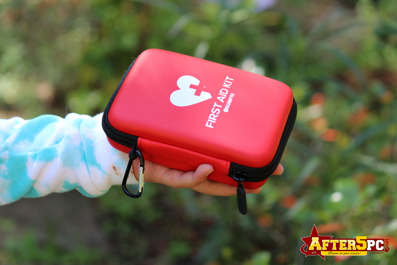 Review SUMPRI Mini First Aid Kit -Hard Shell Case Camping First Aid Kit -Compact & Lightweight Emergency Medical Supply Review